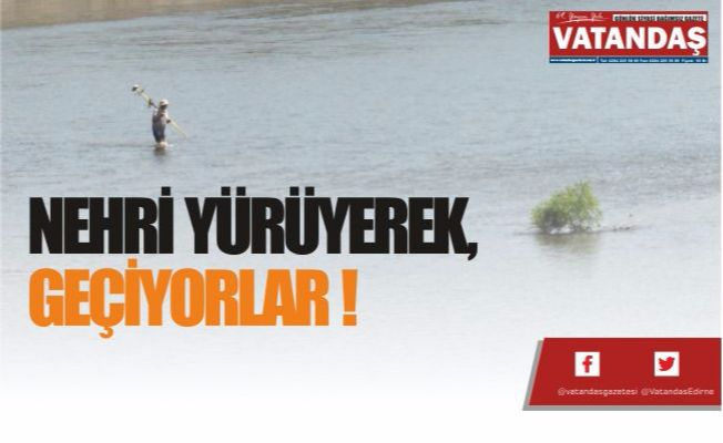 Nehri yürüyerek, geçiyorlar !