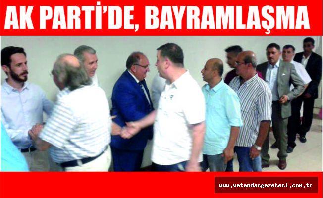 AK PARTİ'DE BAYRAMLAŞMA