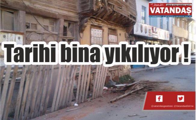 Tarihi bina yıkılıyor !