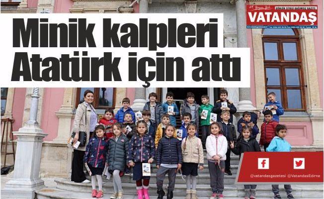 Minik kalpleri  Atatürk için attı