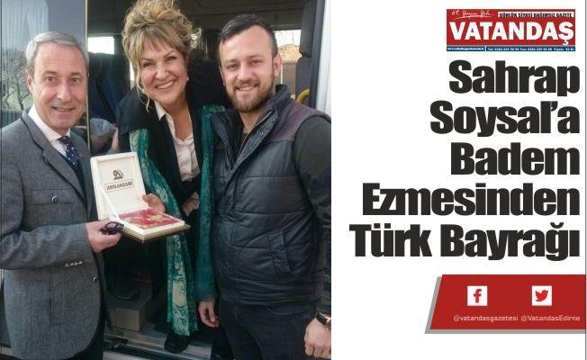 Sahrap Soysal'a Badem  Ezmesinden Türk Bayrağı