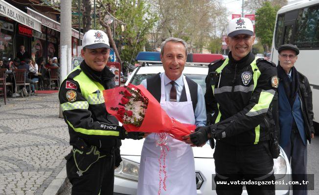 DİNAR'DAN POLİSLERE  ANLAMLI JEST!