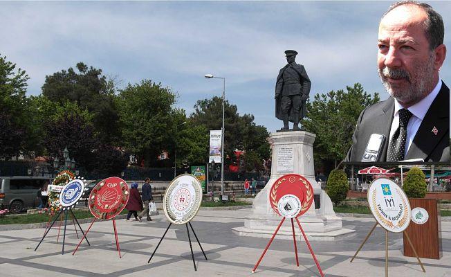 """BAŞKAN GÜRKAN'DAN SİTEM!  """"BU ÇELENKLERE HERKES BAKSIN!"""""""