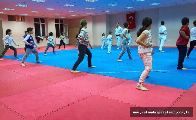 """""""HIZLI VE ÇEVİK"""" KARATECİLER"""