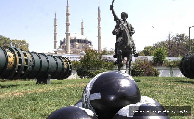 FATİH'İN TOPLARINA  BANTLI ONARIM!