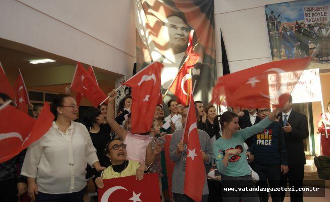 CUMHURİYETE 'ÖZEL' COŞKU