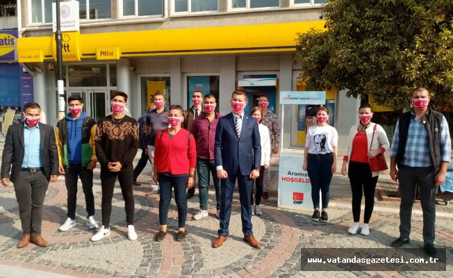 CHP'Lİ GENÇLER TÜRK BAYRAKLI MASKE DAĞITTI!