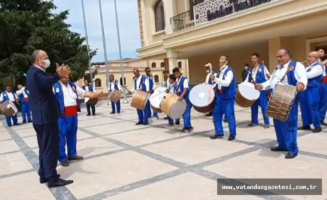 KIRKPINAR DAVULCULARI, VALİ CANALP'İ DAVET ETTİ