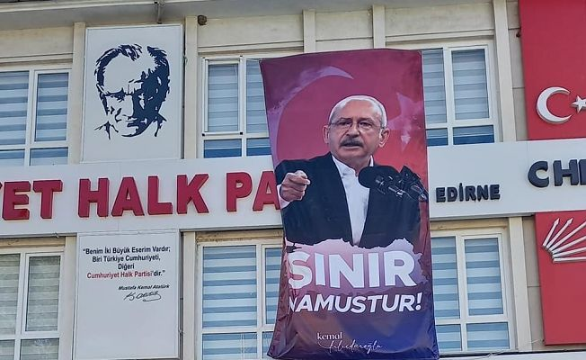 "CHP İL BAŞKANLIĞI'NA ""SINIR NAMUSTUR"" PANKARTI"